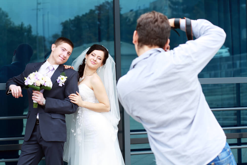 how many photos should a wedding photographer give you